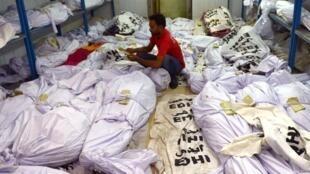 Les corps des victimes de la canicule dans une morgue de Karachi, au Pakistan, le 22 juin 2015.