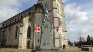 Le monument aux morts de Givenchy-en-Gohelle.