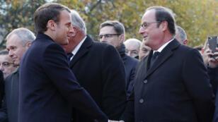 Le président Emmanuel Macron et son prédécesseur François Hollande, lors des cérémonies le 13 novembre 2017.