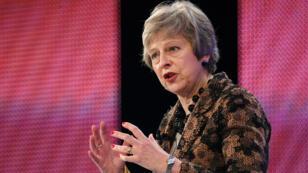 La primera ministra británica, Theresa May, da un discurso en la conferencia anual de la Confederación de la Industria Británica (CBI), en Londres, Inglaterra, el 19 de noviembre de 2018.