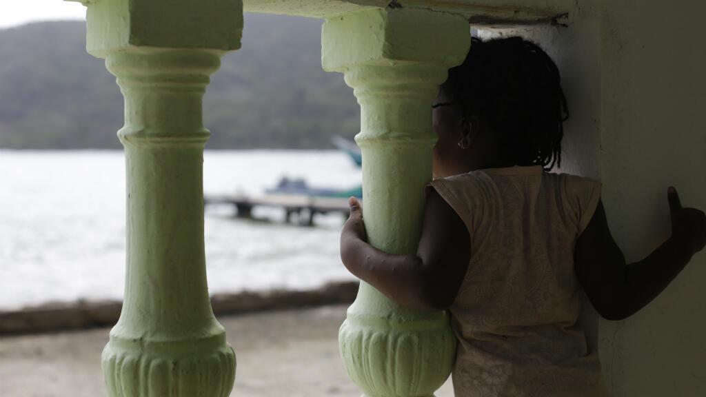 Una niña de dos años, hija de una migrante haitiana, en el puesto de salud de Sapzurro, Colombia. Febrero de 2019.