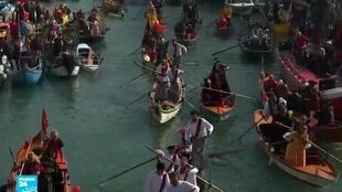 كرنفال البندقية بات تقليدا سنويا بشكل رسمي منذ عام 1980.