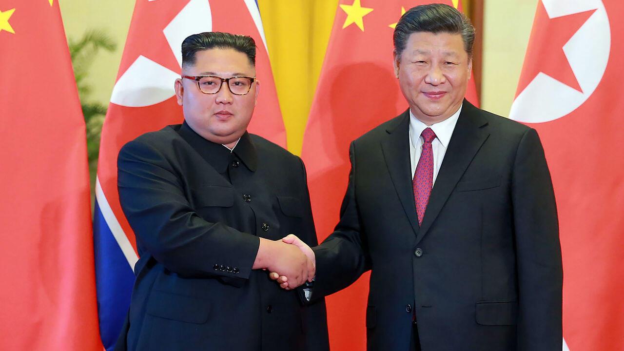 Le dirigeant nord-coréen Kim Jong-un et le président chinois Xi Jinping à Pékin, le 8 janvier 2019.