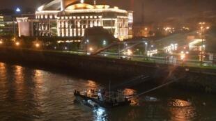 Les recherches de survivants se sont poursuivies toute la nuit de mercredi à jeudi 30 mai 2019, dans le Danube à Budapest.