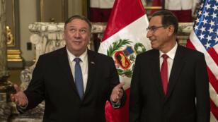 Le secrétaire d'État américain, Mike Pompeo, et le président péruvien, Martin Vizcarra, à Lima le 13avril2019.