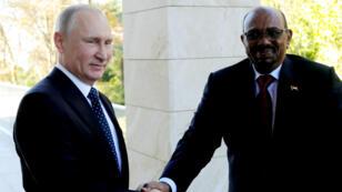 Il s'agit de la première visite en Russie d'Omar el-Béchir, sous le coup d'un mandat d'arrêt international.