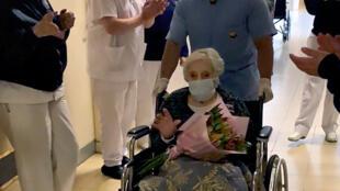 Irene Bindi, de 101 años de edad, recibe el alta del Hospital Aeronáutico Central luego de 36 días internada a causa del covid-19, el 13 de julio de 2020