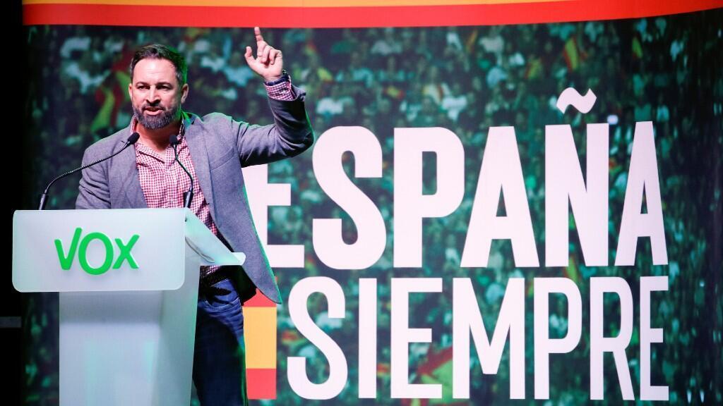 El líder ultraderechista, Santiago Abascal, dando un discurso en campaña en la ciudad de Hospitalet de Llobregat, Barcelona. 31 de octubre de 2019.