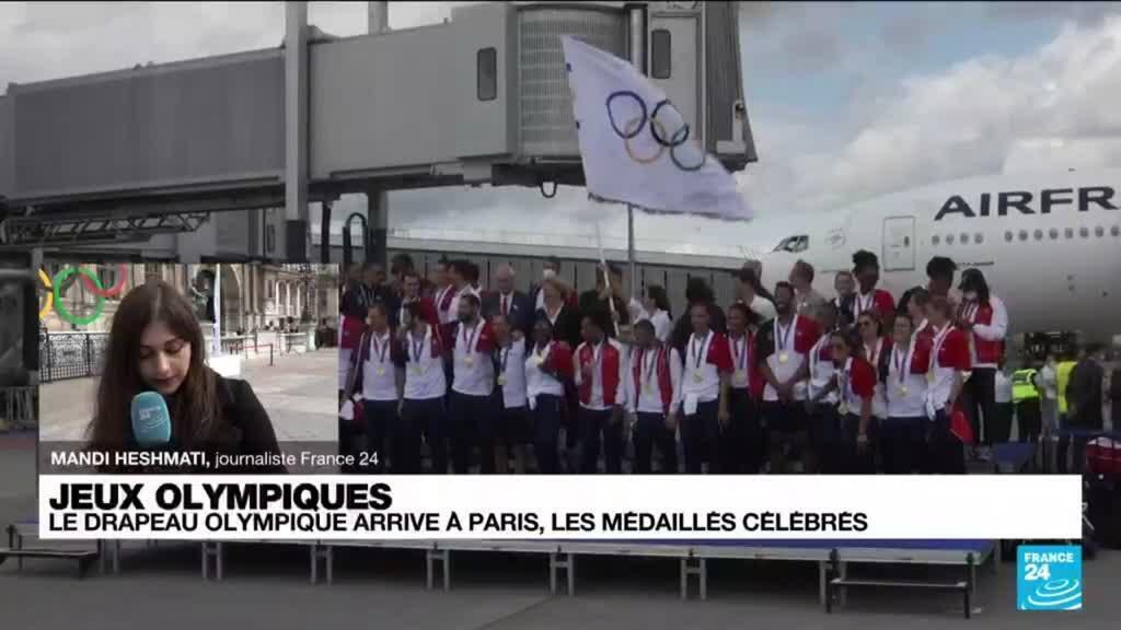 2021-08-09 17:01 JO 2024 : le drapeau olympique arrive à Paris