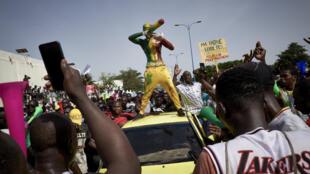محتجون ضد الرئيس ابراهيم بوبكر كيتا في باماكو، 20 حزيران/يونيو 2020