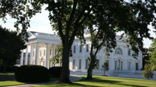 Plusieurs responsables, dont le chef de la sécurité informatique de la Maison Blanche, se sont fait piégé par des faux mails.