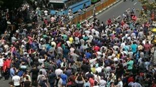 متظاهرون إيرانيون في شوارع طهران. 25 حزيران/يونيو 2018.