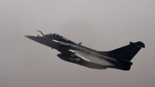 Un rafale de l'armée française vole en direction de Gao, dans le nord du Mali, le 19 février 2018.