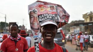 Des partisans de Samura Kamara, candidat du parti au pouvoir l'APC, à Makeni, dans le nord de la Sierra Leone, le 5 mars 2017.