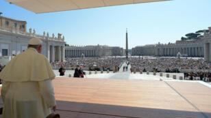 El Papa Francisco asiste a una audiencia general en el Vaticano, el 26 de junio de 2019.