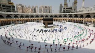 حجاج يؤدون المناسك في مكة المكرمة في 29 يوليو/تموز 2020.