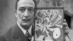 الفنان الإسباني سالفادور دالي 30 نيسان/أبريل 1955