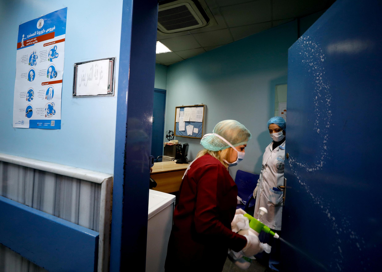إجراءات وقائية في أحد مستشفيات سوريا.