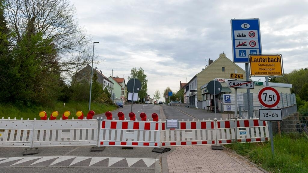 Germany tightens Covid controls at French border over variants