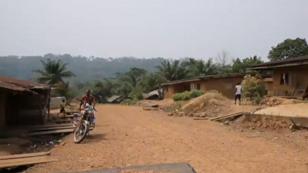 Les habitants du village d'Ekuri s'opposent à la contruction d'une autoroute.