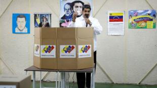 El presidente de Venezuela, Nicolás Maduro, participa en el simulacro electoral de cara a la elección del 20 de mayo en Caracas, Venezuela el 6 de mayo de 2018.