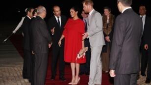 الأمير هاري وزوجته ميغان ماركل لدى وصولهما إلى مطار الدار البيضاء 23 فبراير/شباط 2019