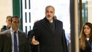 مندوب سوريا إلى الأمم المتحدة بشار الجعفري في مقر الأمم المتحدة في جنيف حيث يرأس وفد الحكومة السورية إلى المفاوضات في 30 تشرين الثاني/نوفمبر 2017