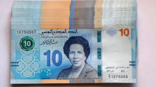 2020-04-05T124759Z_396702106_RC2CYF9GV53Z_RTRMADP_3_TUNISIA-WOMEN-BANKNOTES