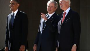 Barack Obama, George W. Bush y Bill Clinton el 25 de abril de 2013 en Dallas, Texas.