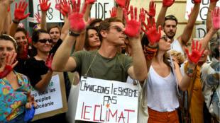 Des manifestants à la marche pour le climat, le 13 octobre 2018 à Bordeaux.