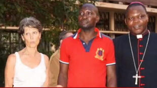 Claudia Priest, avec monseigneur Dieudonné Nzapalainga, l'archévêque de Bangui, le vendredi 23 janvier 2015.