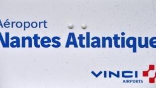 Le logo de Vinci à l'aéroport Nantes-Atlantique, à Bouguenais, le 25 juin 2016