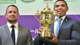 Former world players of the year Shane Williams (left) and Bryan Habana with the Webb Ellis Cup during an event in Tokyo to mark 100 days till kickoff in the Rugby World Cup