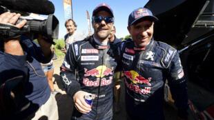 Stéphane Peterhansel (à droite) remporte son 13e Dakar devant son coéquipier Sébastien Loeb.