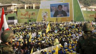 Des sympathisants du Hezbollah écoutent le discours de Hassan Nasrallah, le 24 mai 2015.