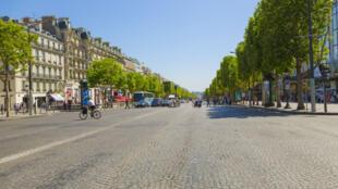L'avenue des Champs-Elysées, en août 2012.