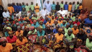 Les jeunes filles ont été reçues par le président Buhari, à la présidence, dimanche soir