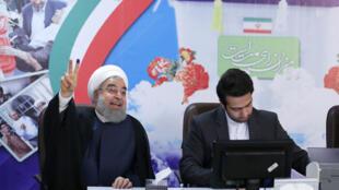 Le chef d'État iranien, Hassan Rohani, après avoir enregistré sa candidature pour la présidentielle iranienne, le 14 avril 2017.