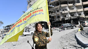 Rojda Felat, une membre des Forces démocratiques syriennes (FDS), à Raqqa le 17 octobre 2017.