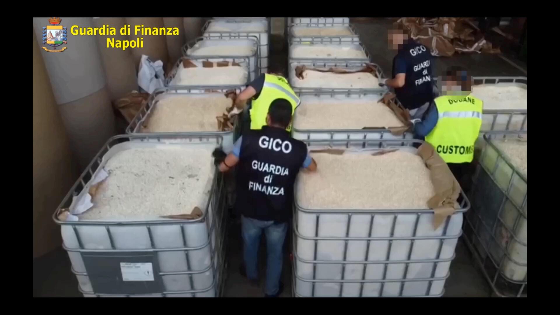 الشرطة الإيطالية أثناء مصادرة شحنة الكبتاغون