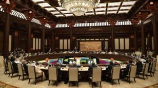 Líderes participan de una mesa redonda en el cierre del segundo foro internacional de la Nueva Ruta de la Seda en Beijing, el 27 de abril de 2019.