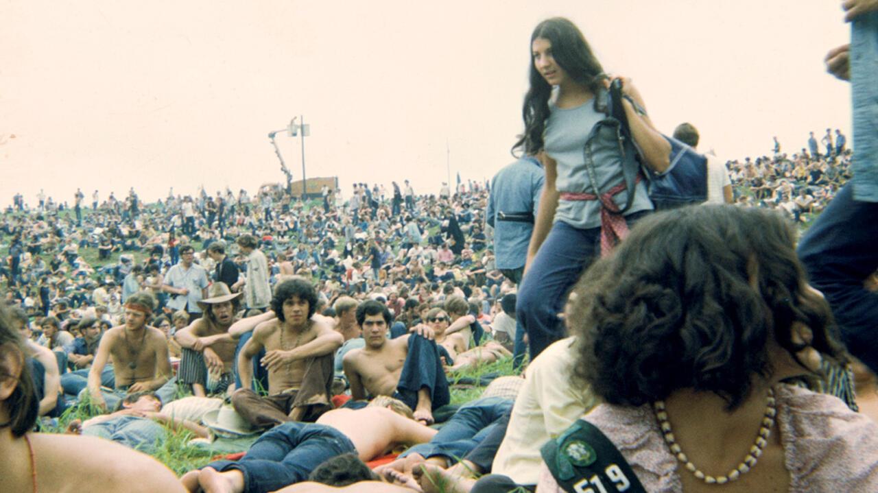 Asistentes al Festival de Woodstock en agosto de 1969. Bethel, Nueva York, Estados Unidos.