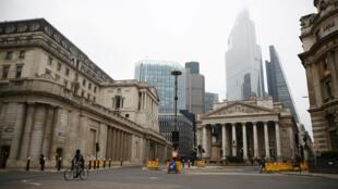 ساحة بنك إنكلترا في لندن بدت خاوية، بريطانيا، 19 مارس/ آذار 2020.