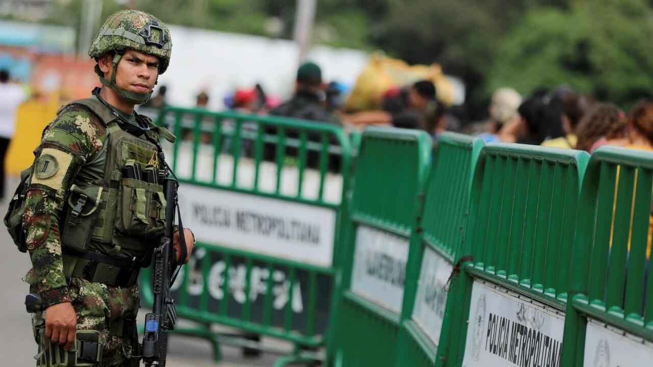 L'armée colombienne surveille le pont Simon Bolivar, point de passage entre le Venezuela et la Colombie, le 3 mai 2019.