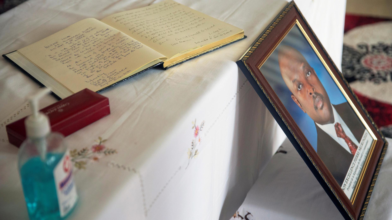 Un registre de condoléances a été installé au palais présidentiel à Bujumbura, après le décès soudain du président burundais Pierre Nkurunziza, le 8 juin 2020.