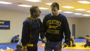 """Steve Carell et Channing Tatum livrent un face-à-face glaçant dans """"Foxcatcher""""."""