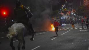 Nunca antes la policía en Colombia había sido el foco de la ira social. La institución que gozó de popularidad durante el conflicto armado cometió abusos en las protestas de 2019 que se agravaron durante la pandemia