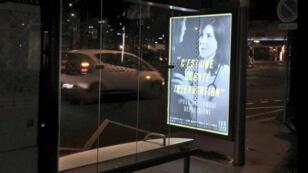 """La campagne d'affichage du collectif anti-IVG """"En marche pour la vie"""" sur les abribus de la ville de Paris, le 16 janvier 2017."""