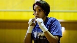 الملاكمة اليابانية أريسا تسوباتا، خلال حصة تدريبية في الرابع من حزيران/يونيو 2020.