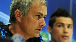 En mars 2012, José Mourinho (à g.), alors entraîneur du Real Madrid, et Cristiano Ronaldo (à d.) durant une conférence de presse du club espagnol.
